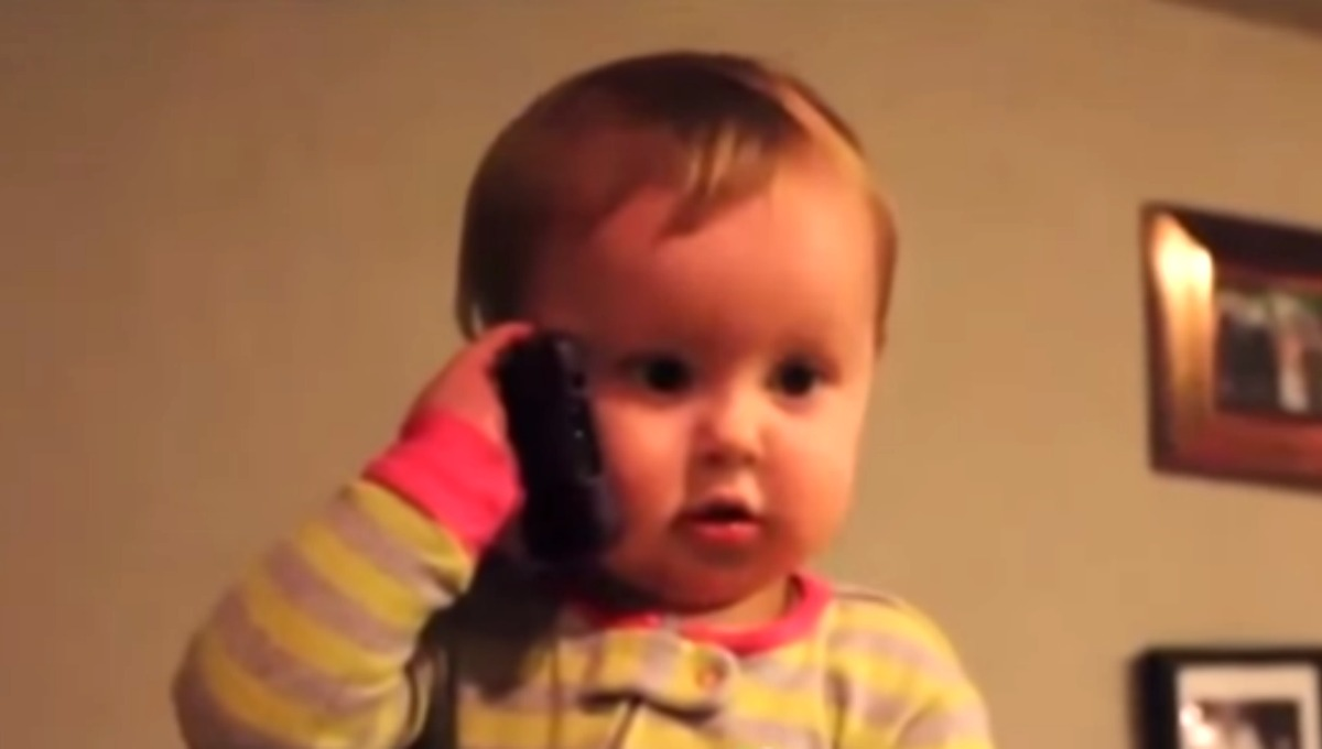 Bebe Hablando Por Telefono: Bebe Hablando. Beautiful Beb Con Telfono. Bebe Mvil Tres